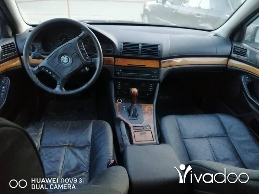BMW in Minieh - تمساح 535 انقاض