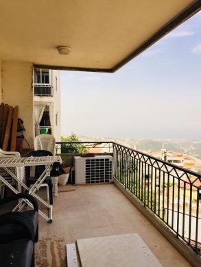 Apartments in Kornet Al Hamra - شقة للبيع في منطقة قرنة الحمرا
