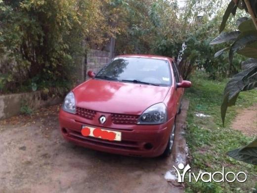 Renault in Akkar el-Atika - رينو كليو موديل ٢٠٠٣