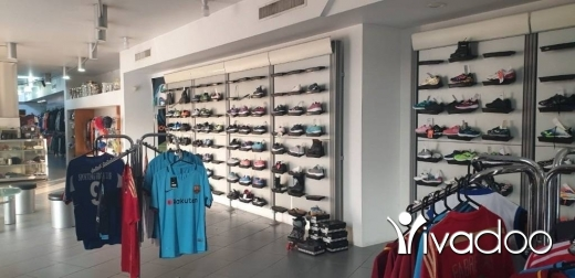 Shop in Baabda - A 370 m2 store   with storage room and changing rooms for rent in Baabda
