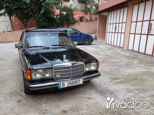 Mercedes-Benz in Deir Ammar - E230 model 1979