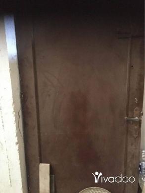 DIY Tools & Materials in Beirut City - باب خارجي خشب ممتاز سميك الباب في وزن منيح طول ٢١٠ سم وعرض ١٠٠ سم بدون صندوق موجود ببيروت الباب