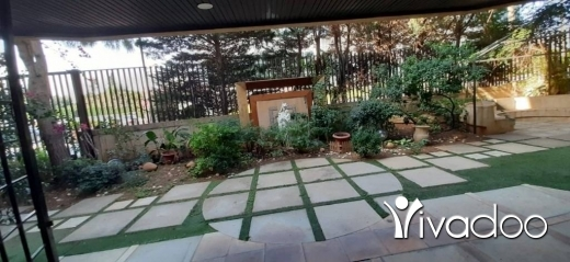 Apartments in Naccache - A 320 m2 apartment with a garden for sale in Naccache