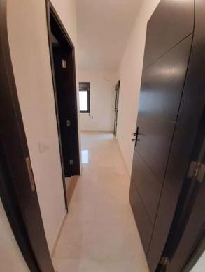 Apartments in Ras El Nabaa - شقة للبيع في راس النبع طابق عالي