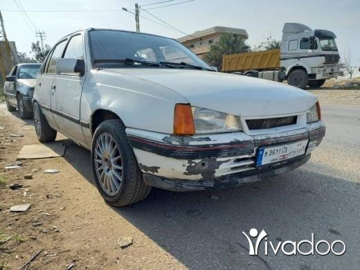 Opel in Tripoli - اوبل كادت موديل ٨٧ انقاض أوتوماتيك ضو آكزينو ٤ بواب بطارية موتار فيتاس دواليب فرش توب السعر ٧ مليون