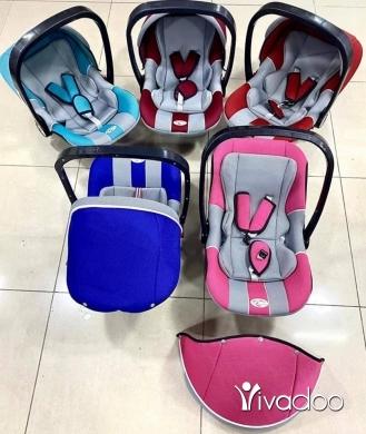 Baby & Kids Stuff in Beirut City - كرسي هزاز بيبي مع ناموسية