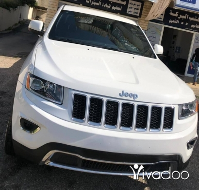 Jeep in Beirut City - 2015 Grand Cherokee Laredo اجنبي