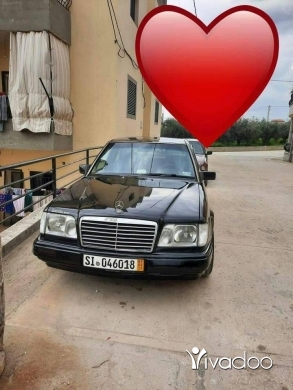Mercedes-Benz in Akkar el-Atika - مرسيدس 300 صندوق 230