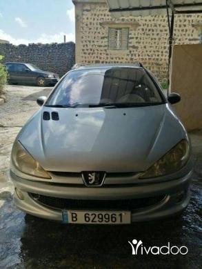 Peugeot in Akkar el-Atika - سيارة كتير مرتبي ونضيفة