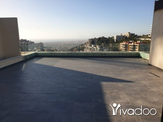 Apartments in Yarzeh - A decorated 257 m2 apartment with a garden and terrace for sale in Yarzeh
