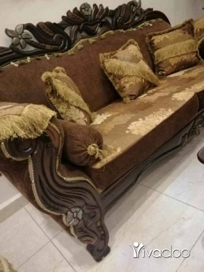 Home & Garden in Boruj EL Shemali - صالون 5 قطع مع طاولة شبه جديد كبيرة.وسط.شزلون.2 صغار السفنج ضغط ب ب القماش مرتب شبه جديد لا خزق ول