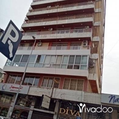 Apartments in Azmi - شقة على الشارع العام