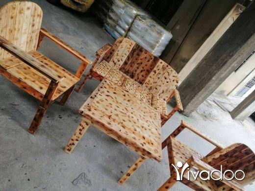 Home & Garden in Dekouaneh - اتصل ٧٠٢٠٦٤٨٦ طقم خشب ٢مفرد بنك و طاولة بس مليون و ١٠٠ الف