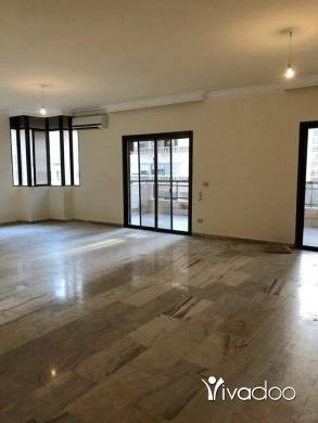 Apartments in Ras-Beyrouth - للإيجار شقة بدون فرش ، بيروت