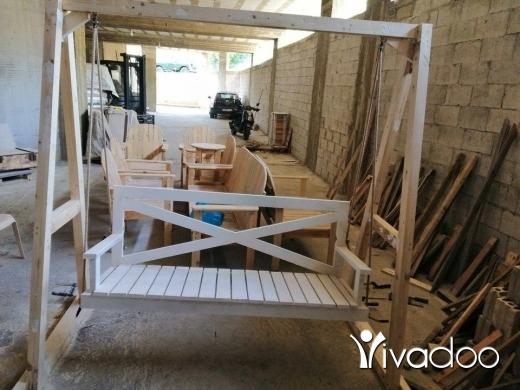 Home & Garden in Dekouaneh - اتصل ٧٠٢٠٦٤٨٦ مرجوحة خشب مدهونة ابيض بس ٨٠٠ الف