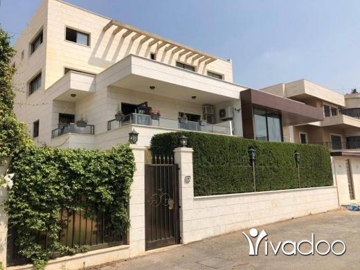Villas in Saida - Semi-Private Villa 1050 m2 Majdelyoun - فيلا شبه مستقلة في مجدليون