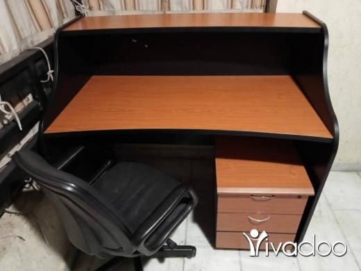 DIY Tools & Materials in Al Muallaqa - للبيع طاولة مكتب وكرسي
