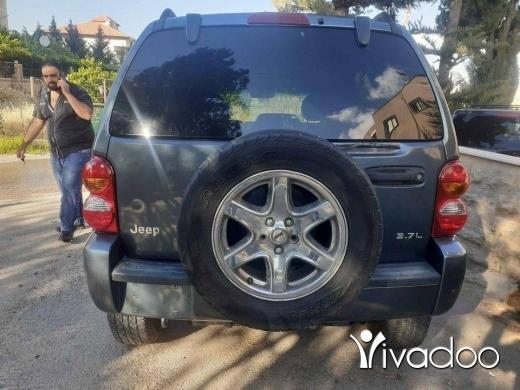 Jeep in Haoush ez Zaraane - جيب liberty