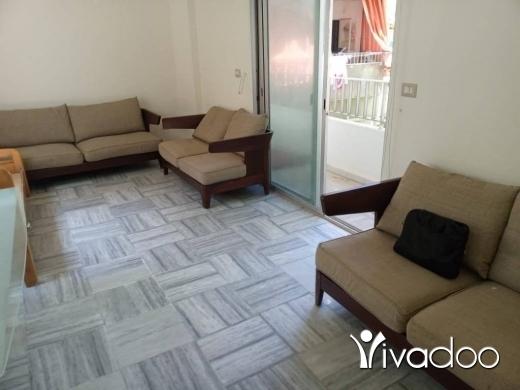 Home & Garden in Hamra - قطع الأثاث الفاخرة المستعملة بحالة ممتازة تتكون من سريرين مفردين (بدون مراتب) وغسالة وخزانة بمرآة و