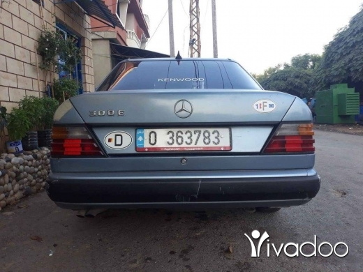 Mercedes-Benz in Akkar el-Atika - Mercedes سيارة 300 موديل 88