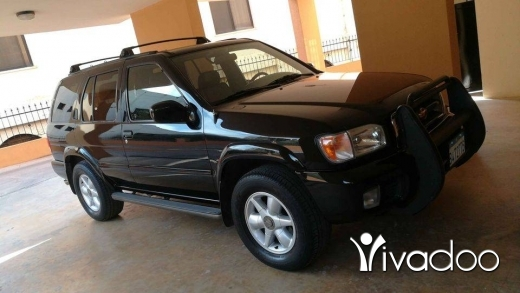 Nissan in Ain Anoub - 2000 Nissan Pathfinder LE 4WD