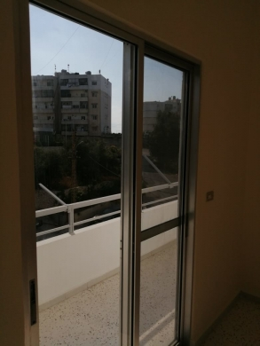 Apartments in Dahr el-Ain - Prime location apartment for sale in Al Koura
