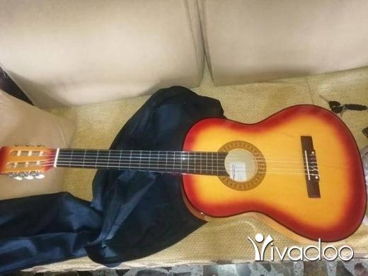 Musical Instruments & DJ Equipment in Akkar el-Atika - Guitar