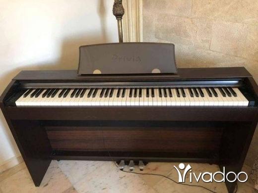Musical Instruments & DJ Equipment in Nabatyeh - بيانو شبه جديد كتير نظيف