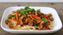 Bami-met-wokgroenten-en-tofu-Wakker-Dier-Vegan-Challenge