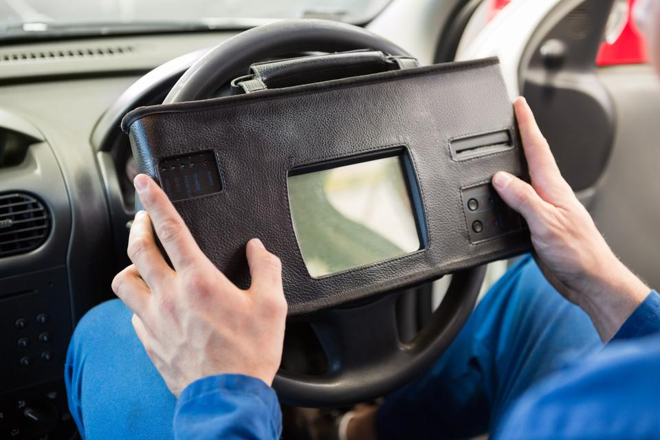 """""""Mechanic using diagnostic tool in the car"""" stock image"""