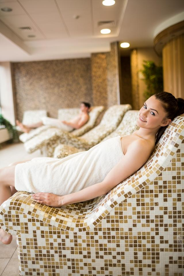 """""""Couple relaxing in the thermal suite"""" stock image"""