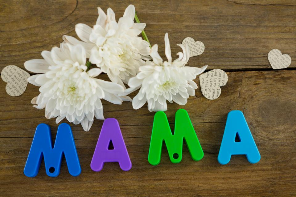 """""""Heart shape with alphabet reading mama and white flowers"""" stock image"""