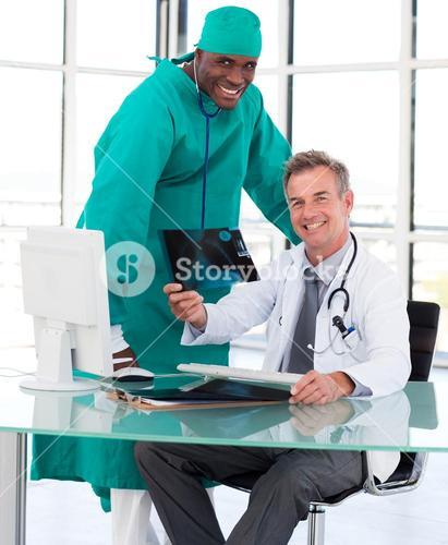Doctors studying an Xray