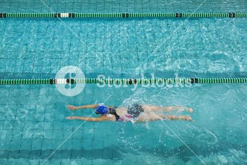 Female swimmer training by herself