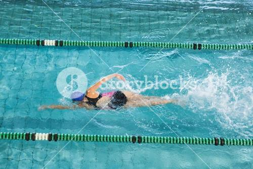 Fit swimmer training by herself