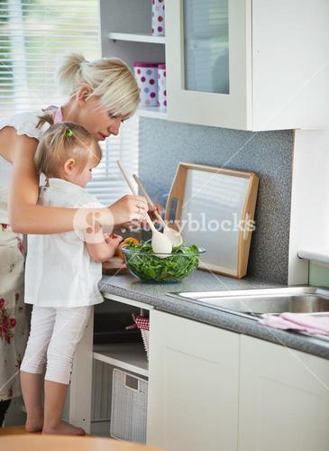Concentrated mother and child cooking