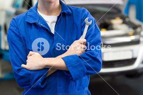 Mechanic holding wrench with crossed arms