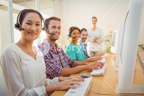 Call center agent working under a manager supervision