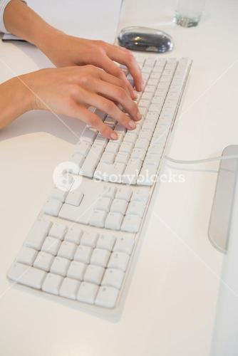 Woman writting on his keyboard