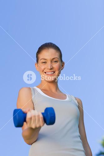 Young woman doing her exercises in the park