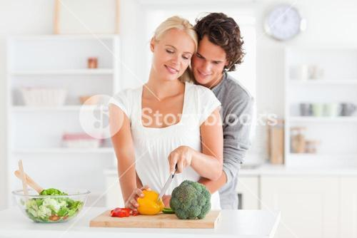 Couple slicing pepper