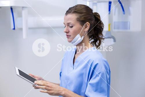 Dental assistant using digital tablet
