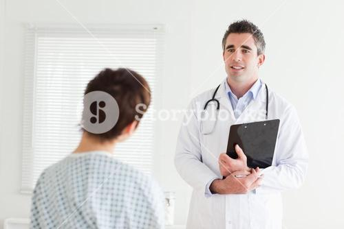 Doctor talking to a woman in hospital gown