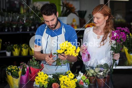 Couple preparing flower bouquet