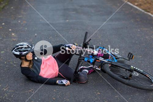 Female biker fallen from his mountain bike