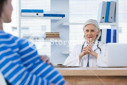 Pregnant patient consulting a doctor