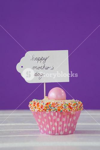 Happy mothers day card on cup cake