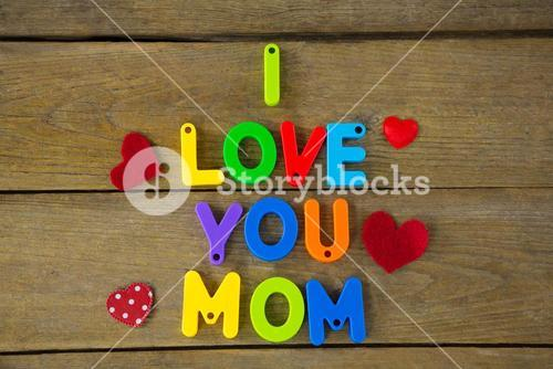 I love you mom message with red hearts