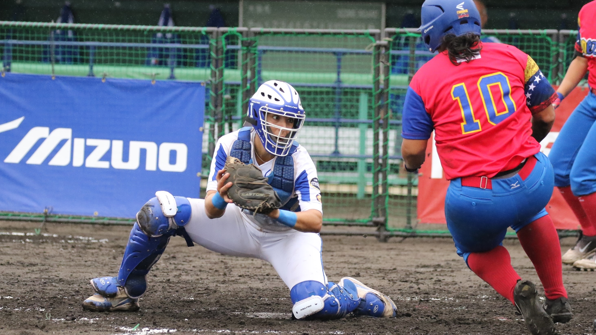 In the bottom of the fourth she needed some help from her defense. The third out came at the home plate on a perfect throw by center fielder Vigna to catcher Gasparotto