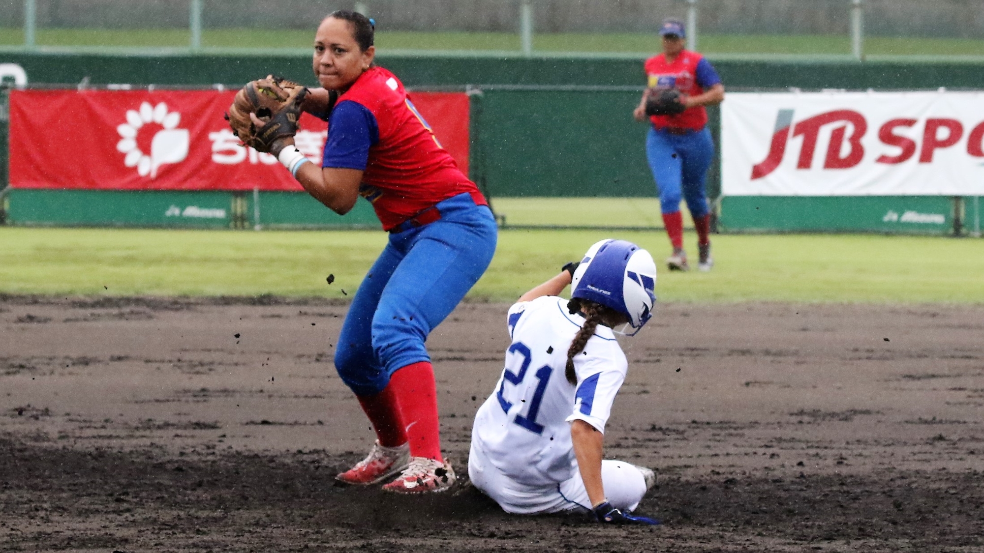 Denisse Fuenmayor of Venezuela turns a double play over Laura Vigna of Italy